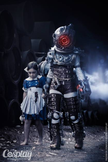 Little Sister & Big Sister (BioShock), cosplayed by Marisa Fernández & Ángela Bermúdez, photographed by Calendario-Cosplay