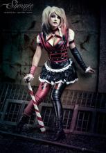 Shermie Cosplay Harley Quinn sexy gata