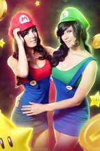 Jessica Nigri e Lindsay Elyse cosplay sexy Mario and Luigi