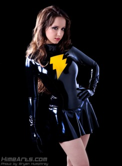 Riki LeCotey como Mary Marvel