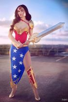 Foxxi Loxxi Cosplay wonder woman