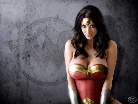 Lucy Pinder Wonder Woman cosplay