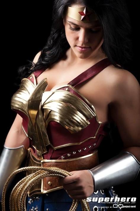 Sarah Scott cosplay Mulher Maravilha