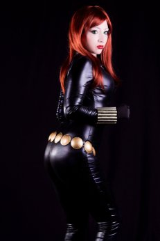 Kitty Honey como Viúva Negra