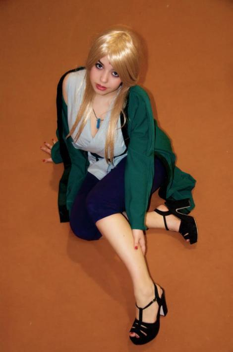 tsunade_senju_naruto_cosplay_by_haruhinokaze [haruhinokaze.deviantart.com]