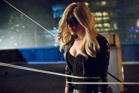 Caity Lotz como Canário Negro (Black Canary)