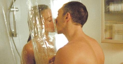 2002---monica-bellucci-e-vincent-cassel-se-beijam-em-cena-do-filme-frances-irreversivel-1377528747435_956x500