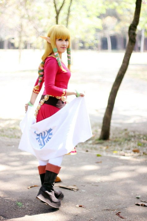 Layze Michelle Zelda cosplay from Skyward Sword cosplay