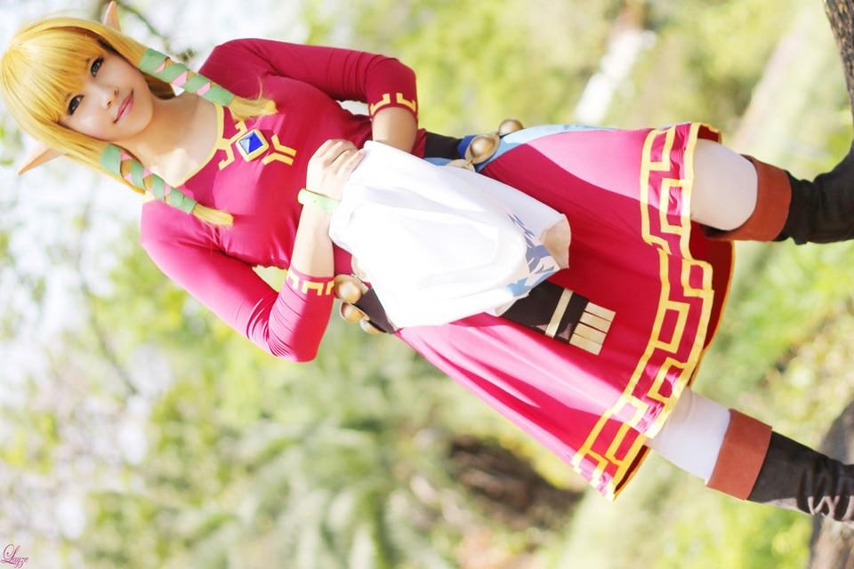 Layze Michelle Zelda cosplay from Skyward Sword cosplay