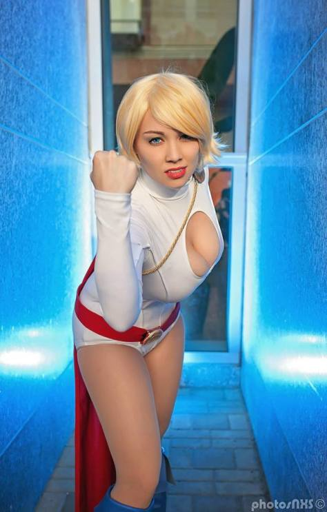 Power Girl cosplay Luri Nahl's (USA)