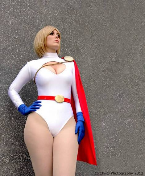 Power Girl cosplay GraceyDarling (Reino Unido)