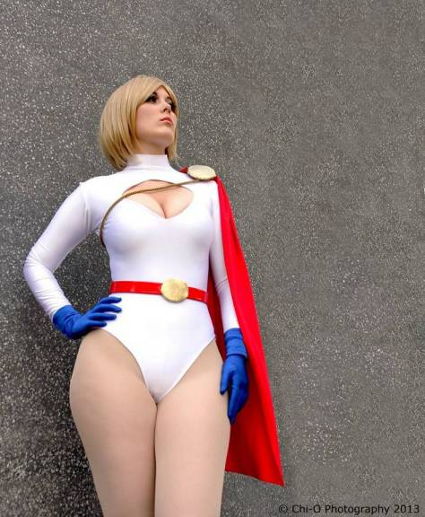 Power Girl cosplay GraceyDarling (Reino Unido)