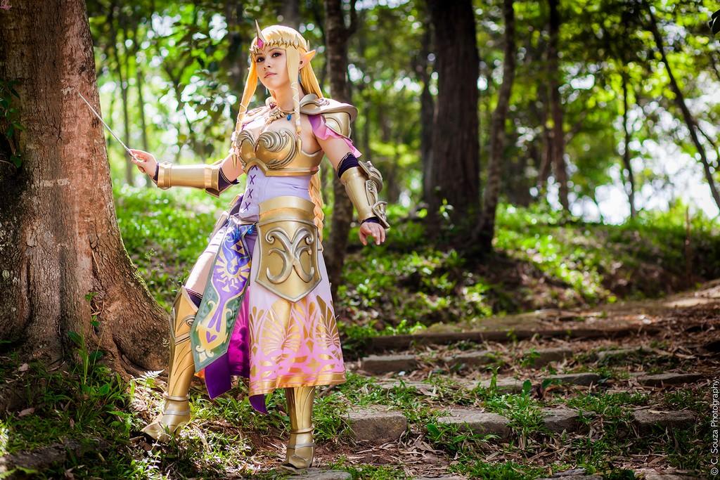 Queen Zelda from Hyrule Warriors Layze Michelle cosplay