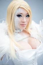 Emma Frost cosplay yaya han sexy