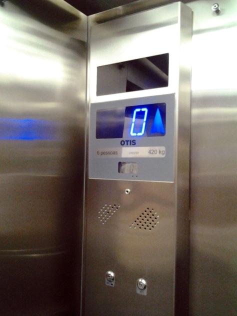 """Quem nunca pegou um elevador escrito """"Otis""""?"""