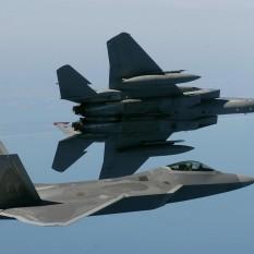 F-22 e F-15 USAF