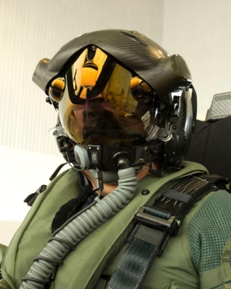 F-35 O novo capacete HMD (display montado no capacete)
