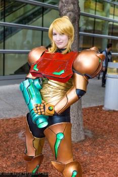 Lara Lunard (Brasil) cosplay Samus Aran (Metroid) power Suit