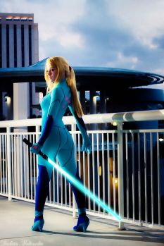 Samus Aran (Metroid) Zero Suit Cosplay por TheBird-TheBee