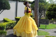 bela cosplay disney Thábata Cardoso the beauty and the beast