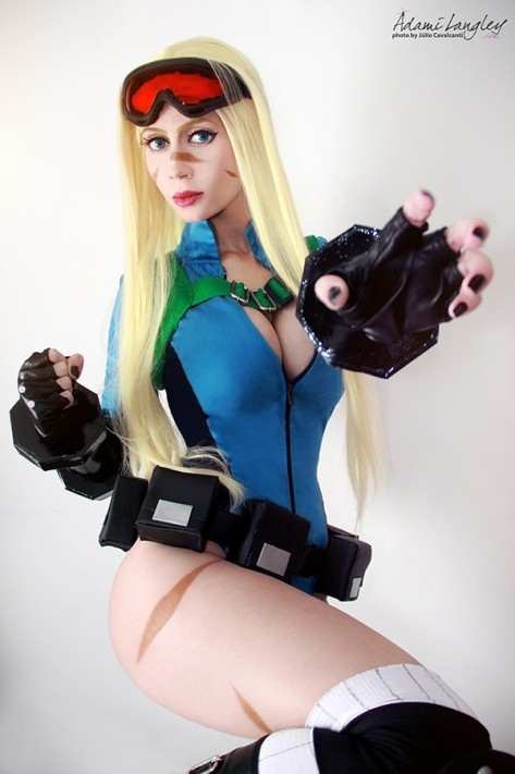 Cammy White sexy legs cosplay Street Fighter V Adami Langley gata