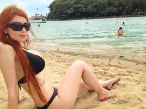 Cosplay Adami Langley bikini sexy gata por ela mesma