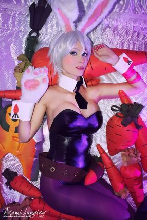 Riven Battle Bunny cosplay sexy Adami Langley gostosa